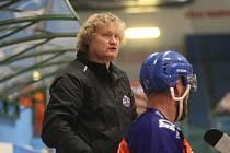 Trenér hodonínských hokejistů Tibor Janás při domácím přípravném zápase s Kometou Brno B.