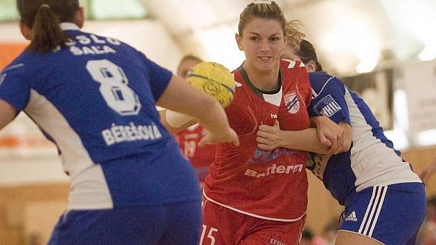 Házenkářky Veselí nad Moravou ztratily v letošní sezoně první bod. Panenky po dvou výhrách na palubkovách soupeře remizovaly v úvodním domácím zápase se slovenskou Šaľou 24:24.