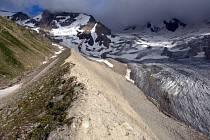 Zbytek ledovce a ledovcová moréna na Kavkaze.