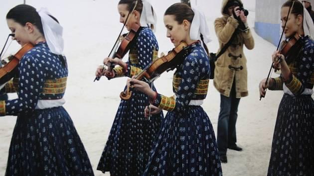 Městské muzeum ve Veselí nad Moravou přináší do 25. srpna výstavu Josef Fantura Fotografie s folklorní tematikou.