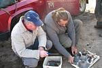 Archeologové Masarykova muzea v Hodoníně se sice topí v Čejkovicích v blátě, přesto našli další střípky do středověké mozaiky.