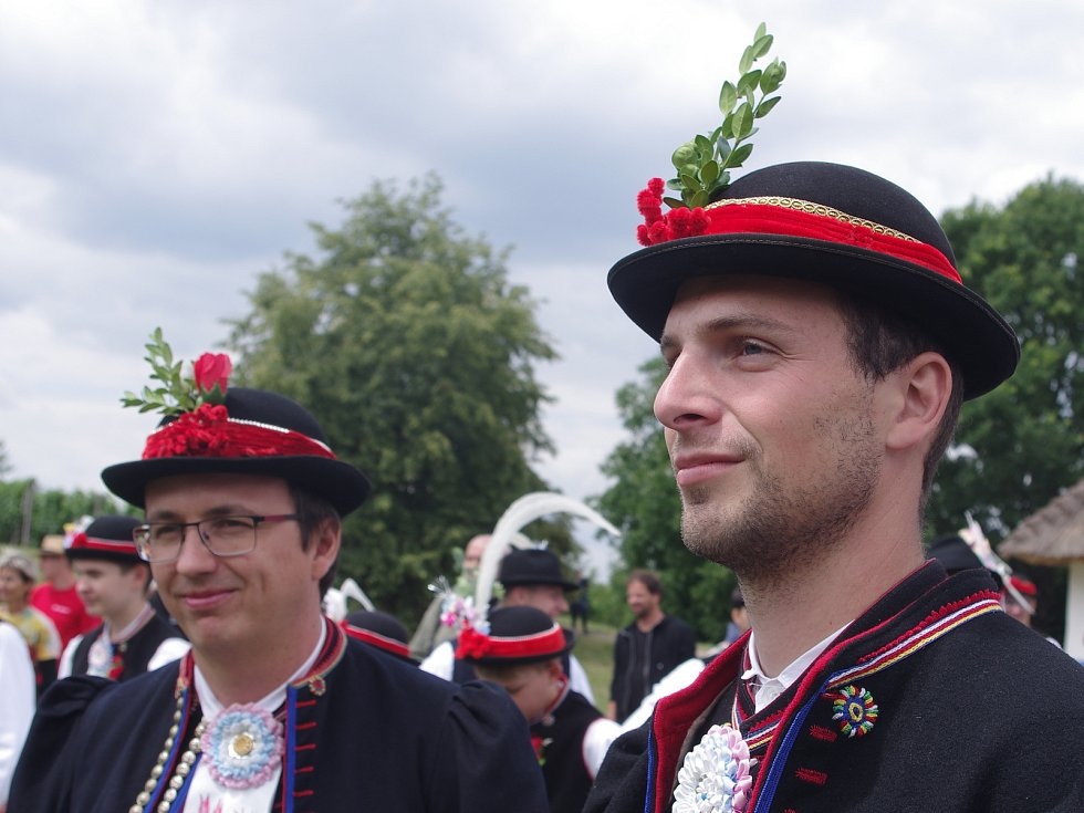 Strážnice o víkendu žila třiasedmdesátým folklorním festivalem. Jak slaví své hody, přijeli do Strážnice předvést krojovaní z Vracova.