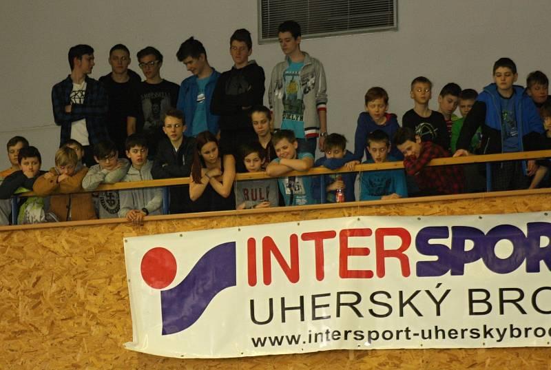 Devatenáctého ročníku Velické laťky se celkem zúčastnilo 106 závodníků z devíti základních škol. Kromě domácích žáků a žákyň se v oblíbené atletické disciplíně utkali také chlapci a dívky ze Strážnice, Vracova, Lipova, Blatnice, Hroznové Lhoty, Kuželova a