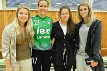 Na slovenskou mládežnickou reprezentantku Báru Hanzalíkovou se do Veselí nad Moravou přijely podívat i bývalé spoluhráčky z Hodonína Kateřina Kolísková, Lucie Bydžovská a Dagmar Beranová.