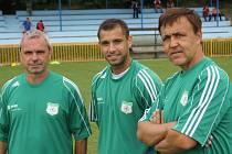 Trenéři Ivan Staňo (vlevo), Vlastimil Polák (uprostřed) a Igor Matůšek budou v RSM Hodonín působit i v nadcházející sezoně. Zmiňovaná trojice se v jednom dresu sešla na Turnaji sponzorů, který v pátek na hřišti Rohatce zorganizoval divizní klub.
