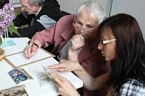Penzisté se sešli v Galerii výtvarného umění v Hodoníně a vyzkoušeli si malbu akvarelem.