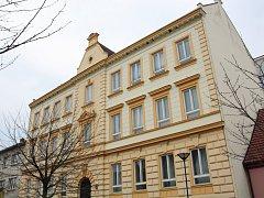 Budova v Komenského ulici v Kyjově, která dříve sloužila jako zdravotní škola. Nyní je prázdná.