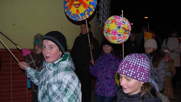Děti ve Bzenci se bavily, i když byl mráz.