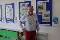 Karel Fiala sbírá a vystavuje noviny z celého světa.