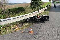 Do nemocnice na ošetření putoval ve čtvrtek odpoledne devětačtyřicetiletý motorkář, který se na silnici mezi Archlebovem a Strážovicemi srazil s osobním autem.