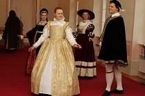 Na zámku ve Strážnici se poprvé odehrála muzejní noc. Návštěvníkům se představily skupiny historického šermu i tance. Objednaní hosté vyrazili na scénickou prohlídku, která přiblížila historii zámku.