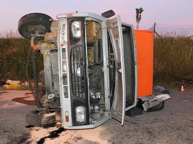 Nehoda pekařského vozu se stala ve středu nad ránem mezi Dubňany a Ratíškovicemi.