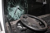 Kamion naboural do viaduktu v Hodoníně. Řidič si přitom poranil hlavu.