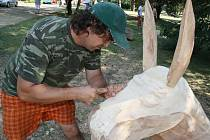 Pět soch Marie, Josefa, Ježíška, anděla a oslíka bude nyní zdobit lázeňský park v Hodoníně.