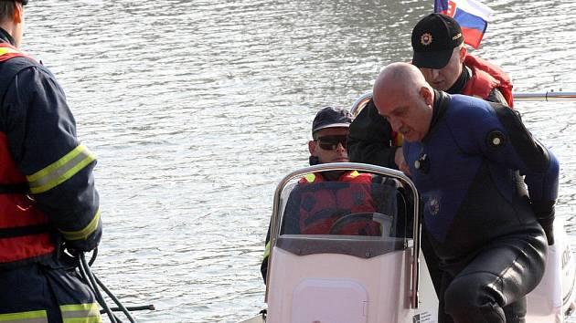 Dějištěm mezinárodního cvičení policistů, hasičů a zdravotníků se stalo pohraničí mezi Hodonínem a Holíčem, a to jak na zemi, tak i ve vodě.