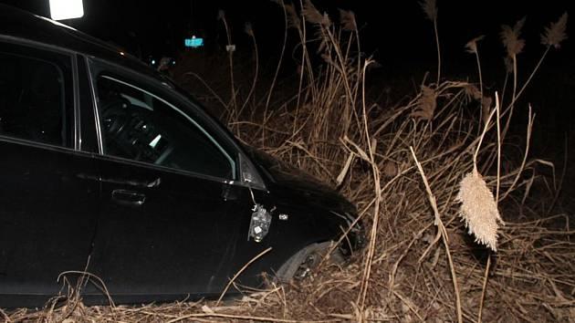 Opilého řidiče, který způsobil škodu za 80 tisíc zajistili policisté v Moravském Písku.