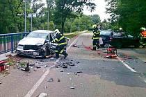 Hasiče, policisty i záchranáře zaměstnala ve čtvrtek odpoledne nehoda dvou aut ve Velkomoravské ulici v Lužicích na Hodonínsku.