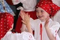 JAŘINKA. Dětský folklorní kroužek vznikl spontánně a navštěvuje ho neuvěřitelných devětadvacet dětí.