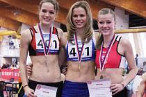 Hodonínská závodnice Veronika Paličková (uprostřed) vyhrála na halovém mistrovství republiky nejkratší sprint dorostenek. Rodačka z Rohatce potvrdila v Praze roli favorita a zvítězila v letošním druhém nejlepším čase 7,58 sekundy.