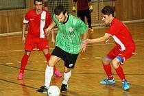Futsalisté Hodonína (v červených dresech) nestačili ve 4. kole druhé ligy na brněnský tým Žabinští Vlci, kterému před dvěma stovkami diváků podlehli 1:6.