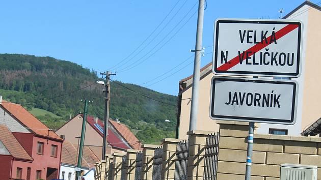 Příjezd do horňácké obce Javorník.
