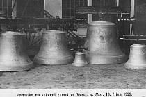 Fotografie je památkou na svěcení zvonů ve Veselí nad Moravou 13. říjan 1929.