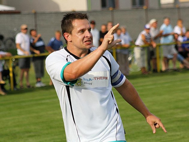 Kapitán Vacenovic Miroslav Sladký rozhodl šťastným gólem derby se Slavojem Rohatec. Záložník Mogulu se trefil do sítě Slavoje v posledních dvou zápasech třikrát.