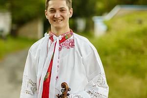 Cimbálová muzika Stupava z Dolních Bojanovic. Primáš Jan Netopilík.
