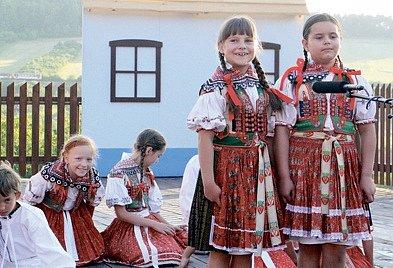 Zpěváci, tanečníci, herci iumělci každoročně zavítají na Horňácké slavnosti. Přehlídce jejich umění pravidelně přihlížejí tisíce diváků. Anejinak tomu bude také letos.