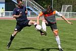 Fotbalisté Kyjova (v bílých dresech) ve 23. kole I.A třídy skupiny B podlehli Rakvicím 1:2. Sobotní duel z penalty rozhodl hostující Adam Havlena.
