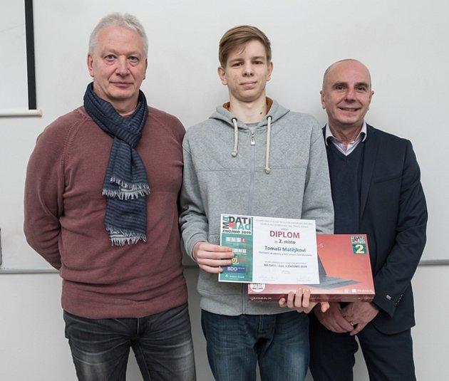 Mezi nejlepší vrepublice, patří studenti Obchodní akademie ve Veselí nad Moravou. Vcelostátním kole soutěže Účetní tým 2019vybojovali vPraze druhé místo.