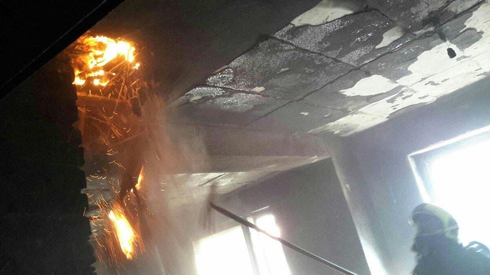Požár rodinného domu ve Velkomoravské ulici v Moravském Písku.