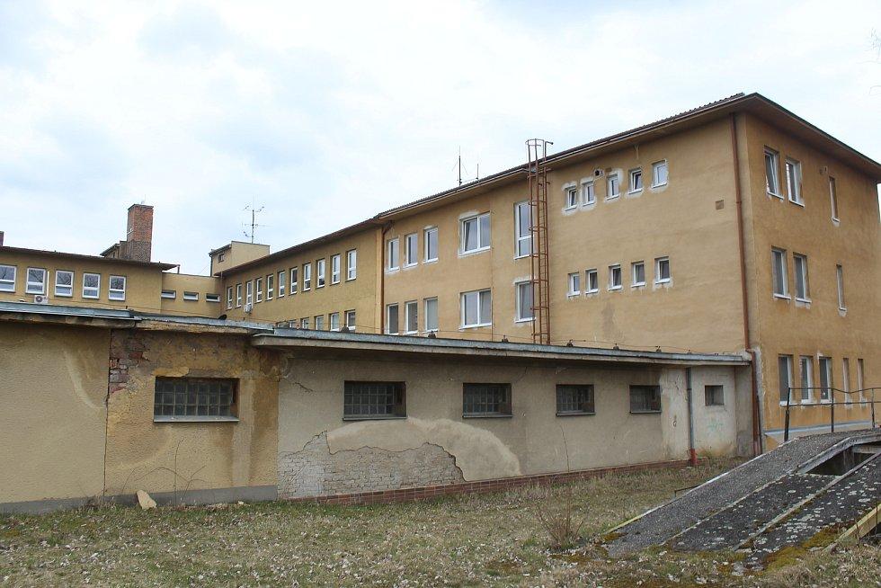 Současný stav areálu a přilehlého okolí veselské polikliniky.