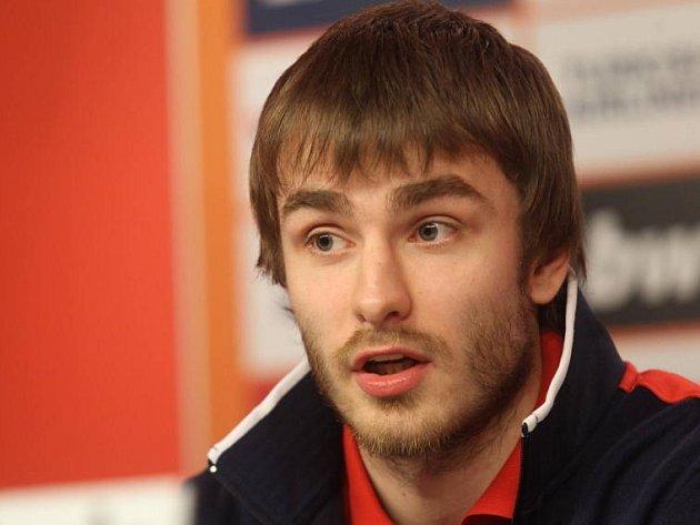 Český reprezentant David Jelínek (na snímku) navštívil basketbalový kemp v Kyjově, kterého se účastní 250 dětí.