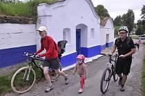 Strážnickem za vínem jelo v sobotu na pět set cyklistů.