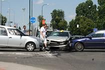 Nehoda na křižovatce u nákupního centra v Hodoníně.