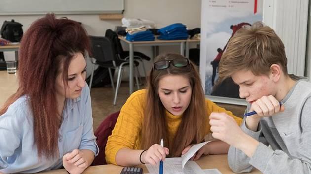Mezi nejlepší v republice, patří studenti Obchodní akademie ve Veselí nad Moravou. V celostátním kole soutěže Účetní tým 2019 vybojovali v Praze druhé místo.
