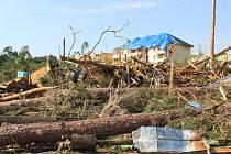 Tornádo ničilo v Hodoníně skautské městečko i jeho okolí.