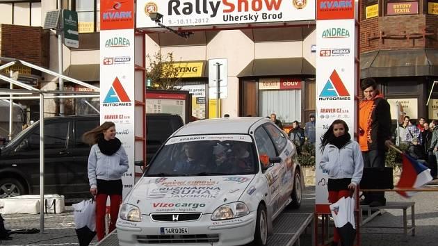 Dvaadvacetiletý jezdec Jan Lunga se exhibičního setkání RallyShow Uherský Brod letos zúčastnil poprvé. Stejně jako další účastníci byl i on následky smrtelné nehody silně zasažen. Podle rohateckého závodníka stály dívky v zakázaném prostoru.