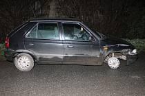 Při krádeži auta poškodil pneumatiku.