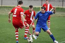Fotbalisté Vacenovic (v modrých dresech) v posledním letošním mistrovském zápase porazili Rajhrad 2:1.