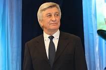 Bývalý hodonínský trenér Svatopoluk Číhal se po delší době objevil v Hodoníně. Na Plese sportovců předal cenu nejlepšímu trenérovi loňského roku Otakaru Čajkovi.