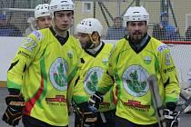 Hokejbalisté Sudoměřic porazili v 16. kole extraligy Most 5:1. Na třetí jarní výhře se podílel i známý hokejista Martin Hujsa.