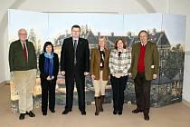 Arcivévodové (po krajích) přicestovali do Hodonína na pozvání Marka Vařeky (uprostřed) z Masarykova muzea.