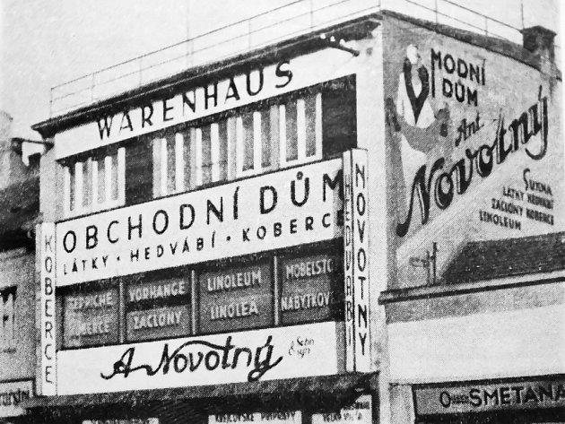 Obchodní dům v plné parádě asi v roce 1941.