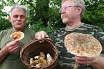 Ratíškovičtí mykologové Václav Koplík a Ladislav Špeta.