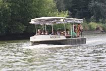 Loď Korálka na řece Moravě u Hodonína.