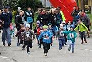 Legendární oštěpařka Dana Zátopková, která v září oslaví 95 let, v sobotu odstartovala hlavní závod běhu Velká Morava v Mikulčicích.
