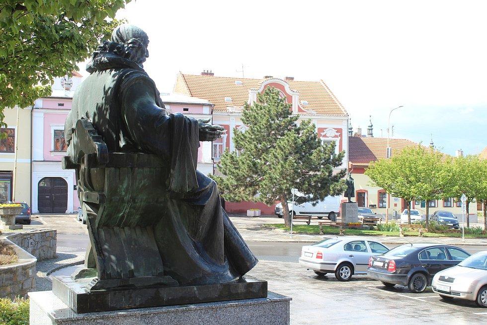 Socha J. A. Komenského na náměstí Svobody ve Strážnici.