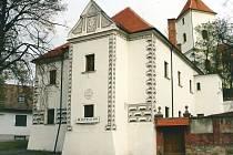 Budova zámečku v Kyjově na Hodonínsku pochází z poloviny šestnáctého století. V roce 1911 ji sgrafity opatřil akademický malíř Jano Köhler. V sedmdesátých letech objekt prošel výraznou přestavbou.